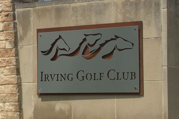 New Irving Golf Club sign with three mustang heads carved above the name.